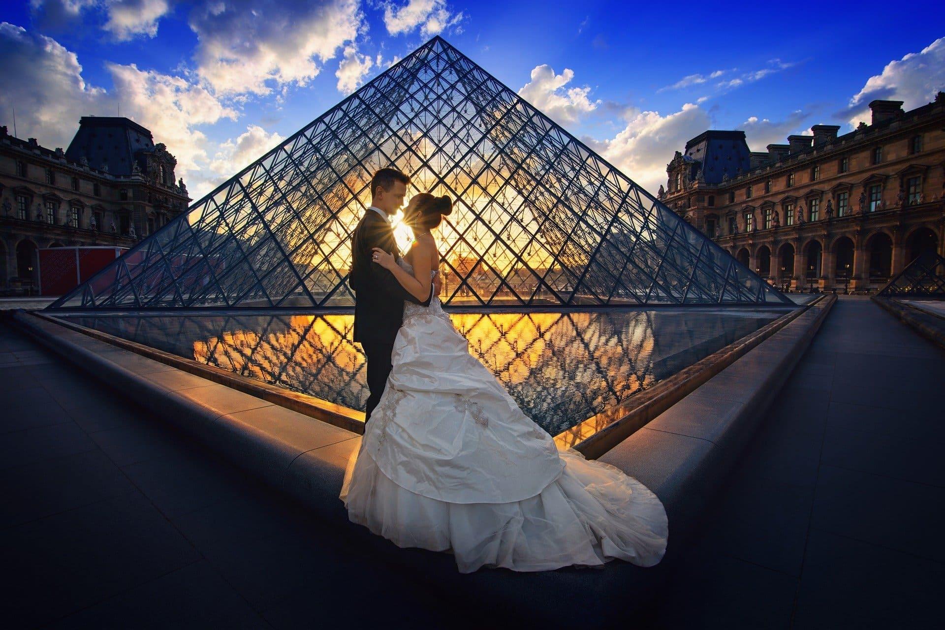 ロマンチックな雰囲気のカップル